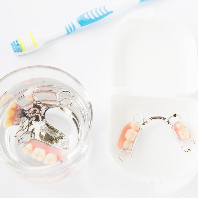 Cleansing of the denture | Protefix